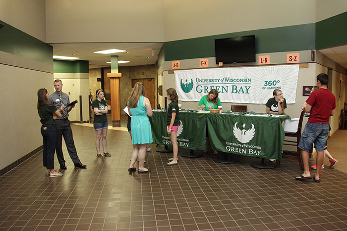 uw green bay application essay No worries i'm here to help i've read a lot of application statements and i've  collected some tips on how to complete the statements with ease.