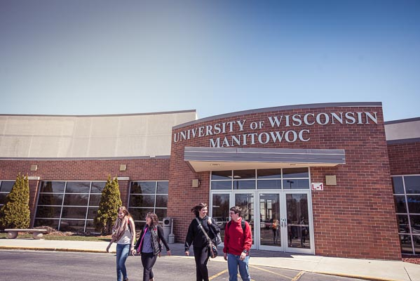 A group of UWGB, Manitowoc Campus students walks outside