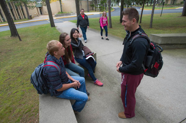 Students talking outside on the UW-Green Bay, Marinette Campus